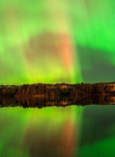 Northern Lights over Thunder Bay, Ontario, Canada Beautiful Sky, Beautiful Places, Light Em Up, Nature Sauvage, What A Wonderful World, Canada Travel, Aurora Borealis, Landscape Photos, Nature Photos