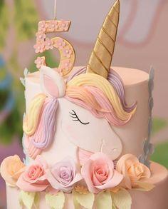 banana mug cake Cupcake Birthday Cake, Birthday Cake Girls, Cupcake Cakes, 5th Birthday, Unicorn Themed Birthday, Unicorn Party, Unicorn Cakes, Unicorn Cake Design, Little Pony Cake