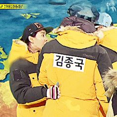 SPARTACE MOMENT these are my fav moments in ji hyo grabbing jong kook's waist tightly jong kook side hugging ji hyo and patting her Running Man Song, Song Joong Ki, Haha, In This Moment, Songs, Funny, Ha Ha, Hilarious, Humor