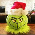 painted pumpkins 100 No Carve Pumpkin Decorating Ideas. The best pumpkin painting ideas for Halloween and fall no carving required! Easy no carve pumpkins Grinch Party, Le Grinch, Grinch Christmas Party, Grinch Trees, Grinch Stuff, Christmas Movies, Christmas Carol, Diy Christmas, Christmas Ornaments