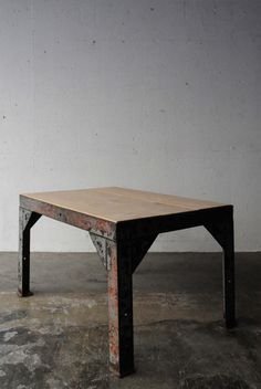 FRENCH INDUSTRIAL LOW TABLE -N3-