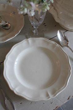 「フランスアンティーク サルグミンヌ 花リム アイボリー色のお皿」ココン・フワット Coconfouato [アンティーク照明&アンティーク家具] フレンチアンティーク キャニスターセット ホーロー 陶器 テーブルウェア --kitchen--