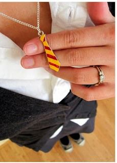 Hogwarts Necktie tutorial. Great do-it-yourself project for the self-proclaimed Harry Potter geek. From blogger @Marissa Fischer | Rae Gun Ramblings  #harrypotter #diy