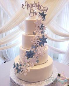 Beautiful fondant snowflakes adorn this gorgeous wedding cake Fondant, Snowflakes, Cake Recipes, Wedding Cakes, Desserts, Beautiful, Wedding Gown Cakes, Tailgate Desserts, Deserts