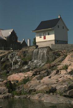 Chicoutimi, la petite maison blanche | Saguenay (Chicoutimi), Québec Lac Saint Jean, Belle Villa, Quebec City, Montreal, Mount Rushmore, Images, Cabin, Photos, Mountains