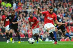 RvP scores penalty kick at the end of the 1st half in matxh against Crystal Palace.