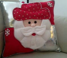 Indoor and Outdoor Christmas Decorations Felt Christmas Decorations, Diy Christmas Ornaments, Holiday Decor, Christmas Cushions, Christmas Pillow, Christmas Makes, Noel Christmas, Christmas 2019, Christmas Sewing