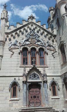 Castelul Sturza  MICLĂUŞENI Romanian Castles, Medieval Weapons, Entrance Doors, Palaces, Architecture Design, Europe, Goals, Mansions, House Styles