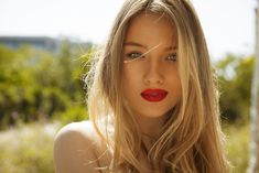 From all-over sandy blonde hair to strategically placed balayage highlights,these sandy blonde hairstyles will give you lighter locks that look chic and natural