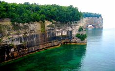 10 Amazing Places To Visit In The Upper Peninsula Of Michigan Beautiful Sites, Beautiful Places To Visit, Wonderful Places, Cool Places To Visit, Places To Go, Amazing Places, Us Travel Destinations, Places To Travel, Picture Rocks