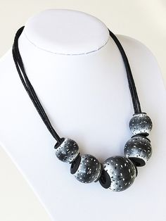 black & white hollow beads (inspired by Klara Alba Bartlov… | Flickr