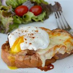 Chef John's Monte Cristo Benedict It's an amazing three-in-one brunch dish, savory with a very slight sweet component. Breakfast Desayunos, Breakfast Dishes, Breakfast Recipes, Breakfast Sandwiches, Mexican Breakfast, Monte Cristo Sandwich, Egg Recipes, Brunch Recipes, Cooking Recipes