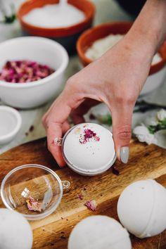 Bath Bombs, Bath Bomb Recipes, Essential Oils For Skin, Mason Jar Lighting, Paper Straws, Mason Jar Diy, How To Make Paper, Bath Salts, Bath And Body