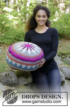 Marrakesh - free crochet pouffe pattern with chart by DROPS design. Crochet Pillow Patterns Free, Knitting Patterns Free, Free Knitting, Crochet Stitches, Free Crochet, Free Pattern, Pouf En Crochet, Crochet Cushions, Tapestry Crochet