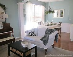 Lovely Dining Room color.