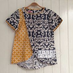 Sewing crafts toys quiet books Ideas for 2019 - Baby clothing boy, Baby clothing girl, Gender neutral and baby clothing Blouse Batik, Batik Dress, Blouse Designs, Blouse Styles, Batik Kebaya, Sewing Baby Clothes, Batik Fashion, Patchwork Designs, Clothing Patterns