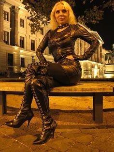 LOREXA Wetlook Lady DOLLY BARBINA in Public auf der Bank
