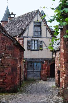 La porte bleue à Collonges-la-Rouge, France | La maison de Maurice Biraud