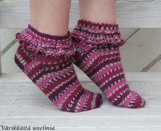 Fair Isle Knitting, Knitting Socks, Knit Socks, Knitting Patterns, Crochet Patterns, Knitting Ideas, Woolen Socks, Boot Cuffs, Hand Warmers