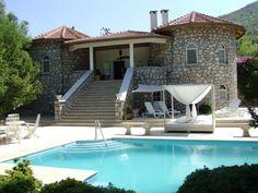Tesis: #1324 Dalaman/Muğla, Türkiye  6 Yetişkin Kapasiteli 2 Yatak Odalı 2 Banyo  Doğanın ortasında mahremiyet ve konfor için inşa edilmiş kusursuz bir villa.