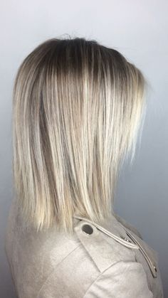 Beachy blonde balayage Teasylights for a softer outgrowth and money piece for brightness Silver Blonde Hair, Blonde Hair With Highlights, Platinum Blonde Hair, Blonde Balayage, Golden Blonde, Dark Blonde, Easy Hairstyles For Medium Hair, Bob Hairstyles, Medium Hair Styles