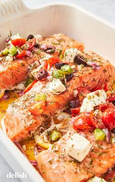 These Easy Mediterranean Diet Recipes Will Convince You To Join The Club - Atıştırmalıklar - Las recetas más prácticas y fáciles Greek Salmon Recipe, Salmon Recipes, Fish Recipes, Seafood Recipes, Fish Dishes, Seafood Dishes, Easy Summer Dinners, Easy Meals, Healthy Recipes
