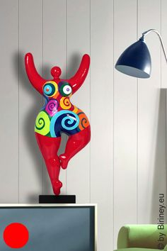 verkauft: rote Unikat Nana-Figur Höhe 67cm mit Spiralmuster Friedensreich Hundertwasser, Mannequin Art, Just Beauty, Air Dry Clay, Ceramic Art, Sculpture Art, Art Reference, Creations, Diy
