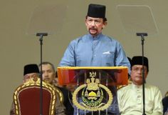 ブルネイ首都バンダルスリブガワン(Bandar Seri Begawan)でイスラム法の施行を発表するハサナル・ボルキア(Hassanal…