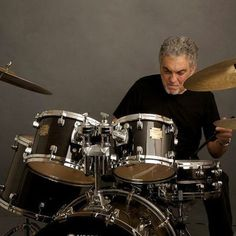 Steve Gadd on his Yamahas. You know a lot people don't realize that he really get any serious gig until he reached his mid-thirties. And he is pretty serious about drummers knowing their snare drum rudiments. Jazz Quotes, Drum Rudiments, Steve Gadd, Modern Drummer, Best Drums, Art Of Noise, How To Play Drums, Smooth Jazz, Snare Drum