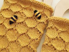 Villapalleron käsityöt: Kennosukkien ohje Blanket, Crochet, Gloves, Socks, Ganchillo, Sock, Blankets, Stockings, Cover
