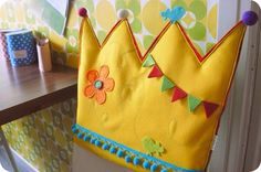 hilde @ home: Manual seat crown Diy Gifts For Kids, Diy For Kids, Crafts For Kids, Sewing Crafts, Sewing Projects, Diy Crafts, Cookie Monster Party, Magic Crafts, Diy Crown