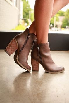 Cowboy Casserole, Herbst Damenschuhe - Black Booties, Sorel Boots Outfit - New Ideas Women's Shoes, Cute Shoes, Me Too Shoes, Dress Shoes, Bootie Boots, Shoe Boots, Bootie Heels, Heeled Boots, Crazy Shoes