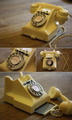 Beautiful vintage 1940s bakelite telephone