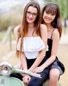 Vespa Girl, Scooter Girl, Motos Vespa, Biker Girl, Girl Motorcycle, Glamour, Italian Girls, Car Girls, Vespa Lambretta