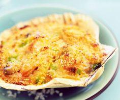 Découvrez la recette de coquilles Saint-Jacques gratinées aux légumes du chef Cyril Lignac. A vos fourneaux.