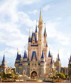 Here's everything you need to know about Cinderella's castle renovation taking place in the Magic Kingdom of Disney World in Orlando, Florida. Walt Disney World, Disney World Resorts, Disney World Fotos, Mundo Walt Disney, Disney World Castle, Disney World News, Disney Parks Blog, Disney Vacations, Disney Castles