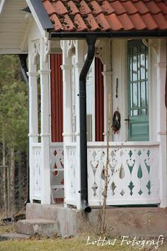 Swedish Cottage, Red Cottage, Cottage Style, Red Houses, Little Houses, This Old House, Weekend Cottages, Exterior Color Palette, Porch Veranda