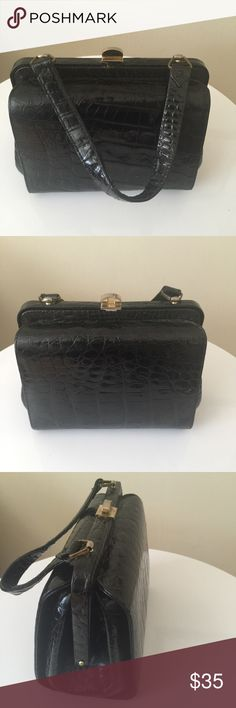 Vintage back alligator handbag Very ladylike black alligator purse with hand strap and gold top closure. Very sweet piece that is gently worn. Bags Mini Bags