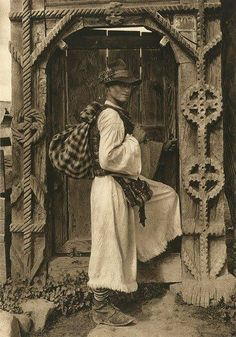 Rural Romania didn't change much since the days when their country was called Dacia. Romanian peasant man in traditional clothing in front of traditional wooden gate - source: romanian people History Of Romania, Romania People, Transylvania Romania, Fine Art Photo, Europe, Vintage Pictures, Old Photos, House, Sketches
