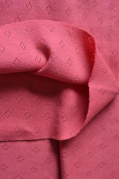 Úplet Pointoille je pružný, priedušný, príjemný na telo, hodí sa na detské oblečenie, tričká, mikiny, legíny, detské úpletové čelenky. Látka má certifikát Öko-Tex Standard 100 (od r. 1992 medzinárodný testovací a certifikačný systém pre textílie vyrobené iba zo zdravotne nezávadných materiálov).