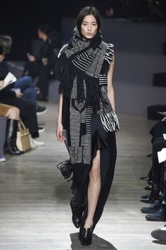 Maiyet Fall 2015 Ready-to-Wear Fashion Show Fashion Details, Look Fashion, High Fashion, Winter Fashion, Fashion Show, Womens Fashion, Fashion Design, Paris Fashion, Tartan