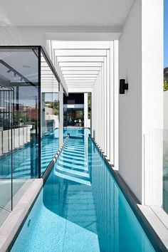 Best Ideas For Modern House Design & Architecture : – Picture : – Description Modern House by Craig Steere Architects Indoor Swimming Pools, Swimming Pool Designs, Lap Pools, Backyard Pools, Pool Landscaping, Glass Pool, Luxury Pools, Pool Houses, Modern House Design
