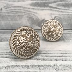 White Washed Shabby Chic Knobs, White & Antique Gold, French Country Drawer Pulls, Farmhouse Knob Cabinet Supply, Item #530776459 by MiCraftSupplies on Etsy