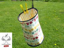 http://de.dawanda.com/shop/sonnenlicht Wäscheklammerbeutel mit Karabinerhaken und stabilisiertem Boden.