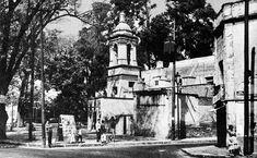 Los alrededores de la apacible Plaza de Santa Catarina, en Coyoacán, en una imagen captada por el fotógrafo Héctor García. Al paso de los años, este barrio conserva una muy particular atmósfera que nos remonta a tiempos pasados de tradición y leyenda cada vez que uno transita por sus calles.