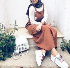 Explore our amazing collection of hijab pins www. Muslim Women Fashion, Modern Hijab Fashion, Modest Fashion, Modest Outfits, Hijab Casual, Hijab Chic, Fashion Models, Girl Fashion, Fashion Outfits