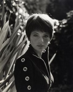doyouloveshorthair:  Retro short hair. Jacqueline Bisset, 1965.