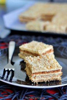 [Filipino] Sans Rival is a rich, buttery and nutty cake (or dessert) made with crisp layers of cashewnut meringue and filled with French butt. Pinoy Dessert, Filipino Desserts, Asian Desserts, Filipino Recipes, Mini Desserts, Sweet Desserts, No Bake Desserts, Delicious Desserts, Dessert Recipes