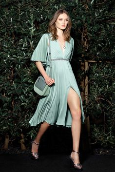 Halston Heritage - Resort 2016 - Look 12 of 25?url=http://www.style.com/slideshows/fashion-shows/resort-2016/halston-heritage/collection/12