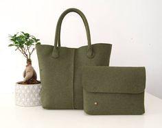 Articoli simili a Grey color women felt tote bag , can be used like handbag or shoulder bag su Etsy Felt Crafts Diy, How To Make Purses, Work Tote, Diy Handbag, Everyday Bag, Felt Dolls, Cosmetic Bag, Purses And Bags, Totes